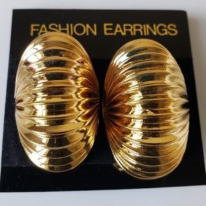 Puffy Grooved Shell Goldplate Clip Earrings Fashio